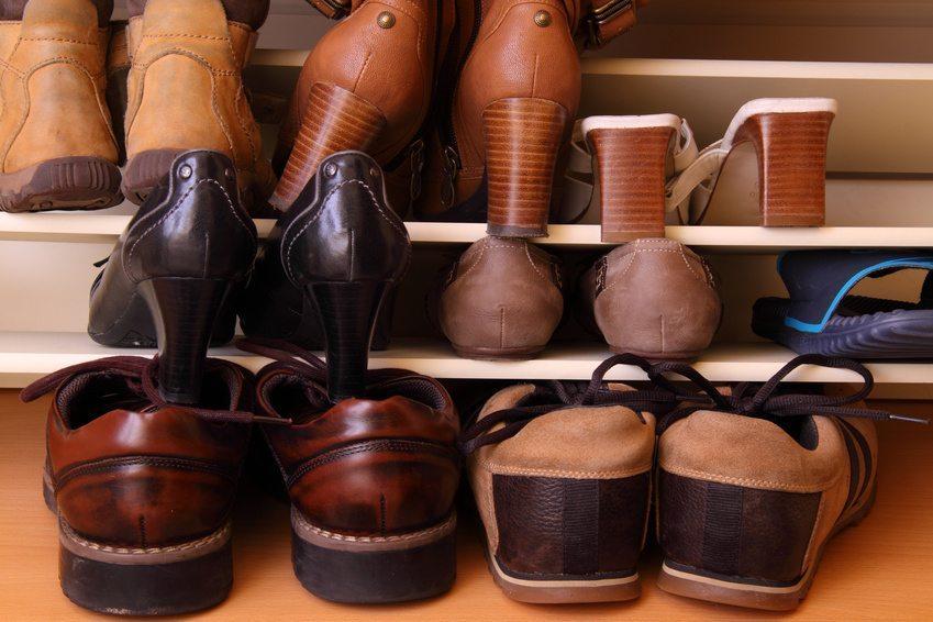 Ein Schuhschrank lohnt sich immer. (Bild: Andre Bonn / Fotolia.com)