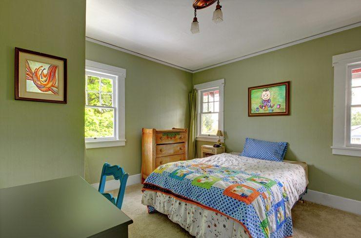 Ein Bett sollte vor allem gemütlich sein. (Bild: © Artazum & Iriana Shiyan - shutterstock.com)