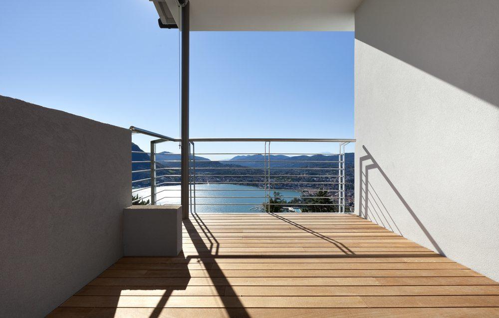 Balkon - Der passende Bodenbelag. (Bild: photobank.ch / Shutterstock.com)