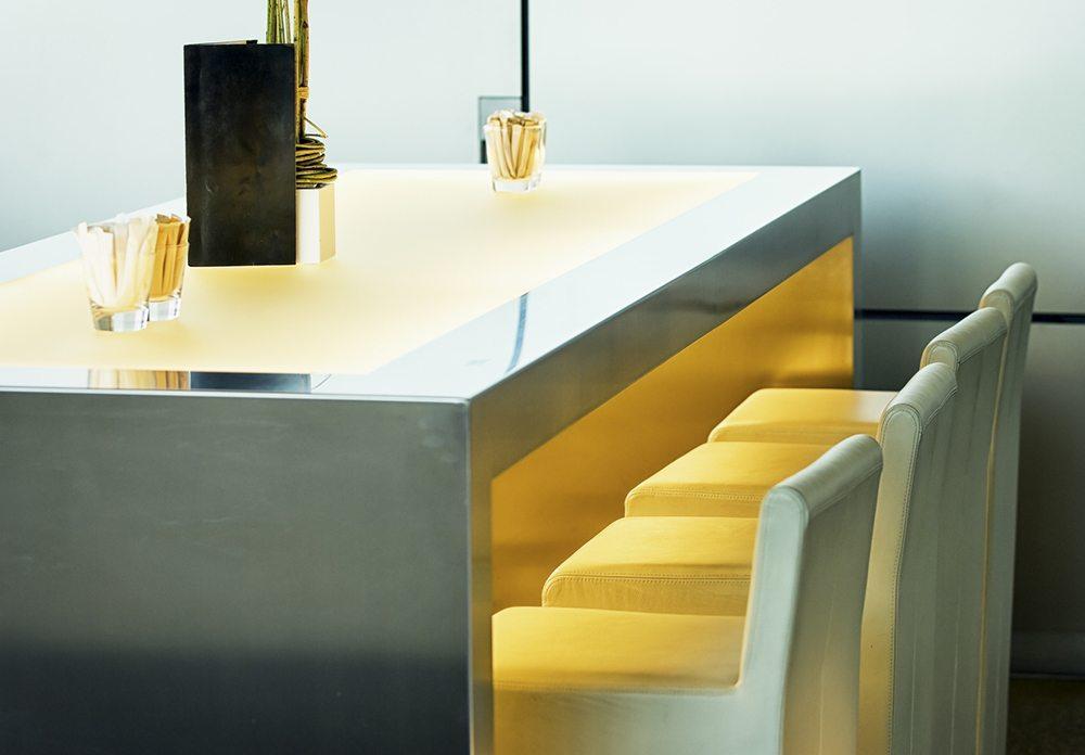 so wird die bar zum esstisch: eine elegante lösung für kleinere, Esstisch ideennn
