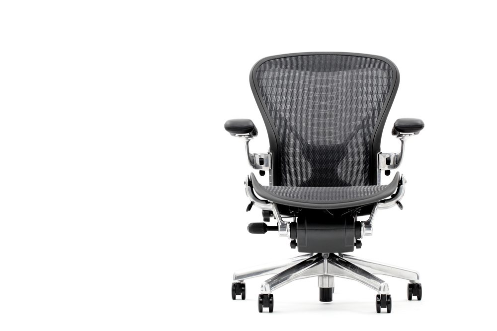Ohne Rückenschmerzen im Büro. (Bild: nakamasa / Shutterstock.com)