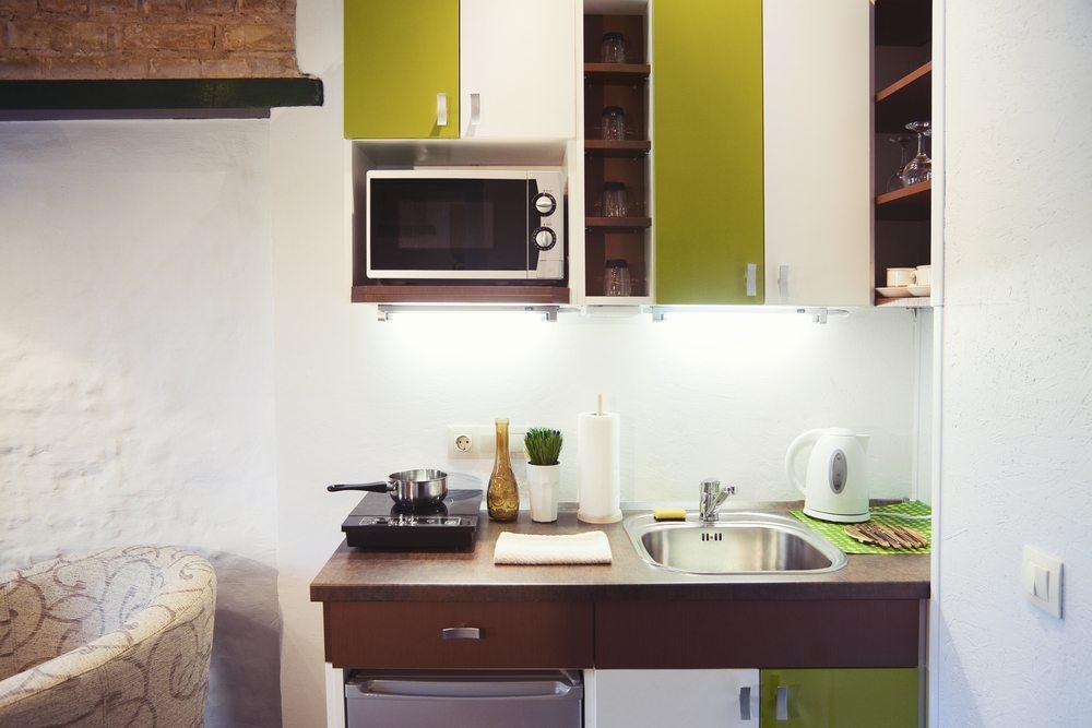 Wichtig in kleinen Wohnungen ist eine klare Struktur. Jeder Wohnbereich sollte hier einer funktionalen Grundidee folgen. (Bild: Dinga / Shutterstock.com)