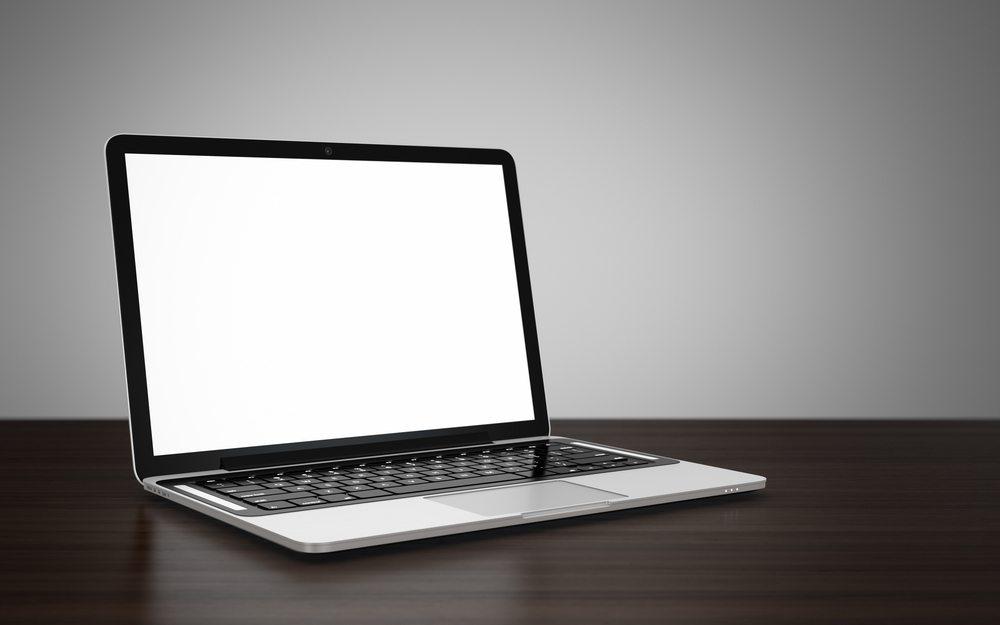 Zu Hause mit dem Laptop arbeiten. (Bild: vasabii / Shutterstock.com)