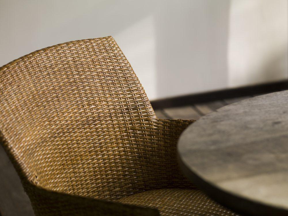 Rattanmöbel sind aus nachhaltigem Material hergestellt, denn Rattan zählt zu den schnell nachwachsenden Rohstoffen. (Bild: Keith Levit / Shutterstock.com)