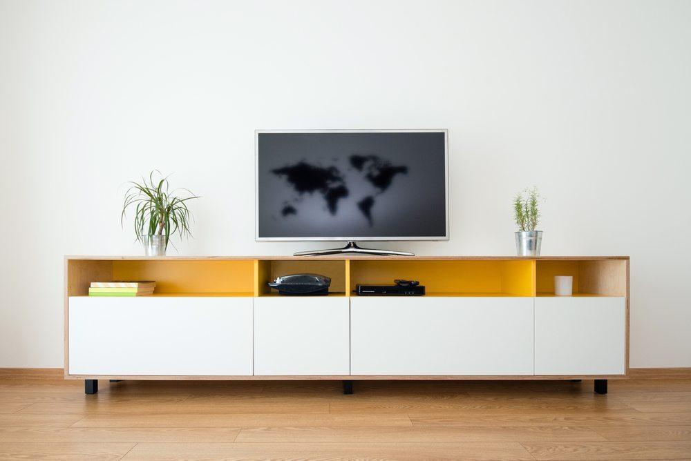 Neben der Raumgestaltung und der Frage nach der geeigneten technischen Ausstattung spielen die passenden Möbel eine ganz entscheidende Rolle. (Bild: Ventura / Shutterstock.com)