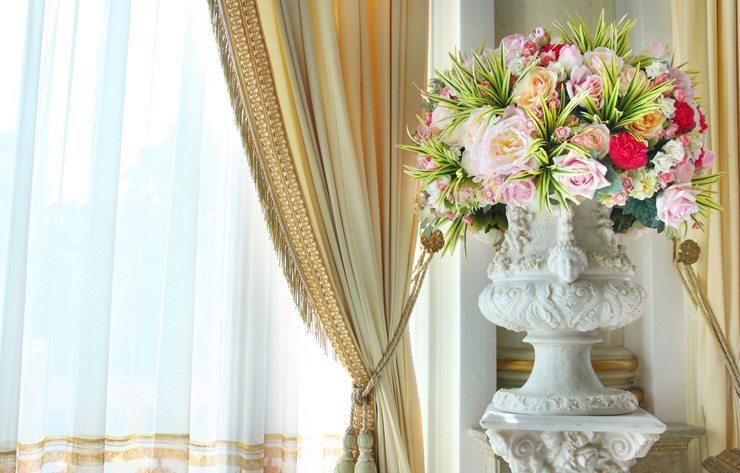 Vorhänge können wunderbare Designelemente sein. (Bild: © tanewpix - shutterstock.com)