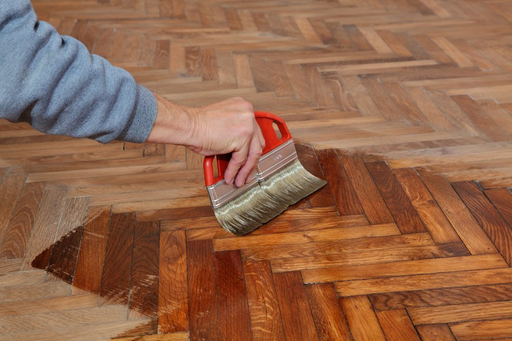 wachsen oder lackieren die richtige wahl f r holzb den. Black Bedroom Furniture Sets. Home Design Ideas
