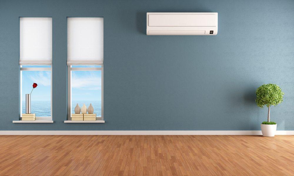 Fest installierte Klimaanlagen werden üblicherweise entweder an der Decke oder an einer Wand befestigt. (Bild: archideaphoto / Shutterstock.com)