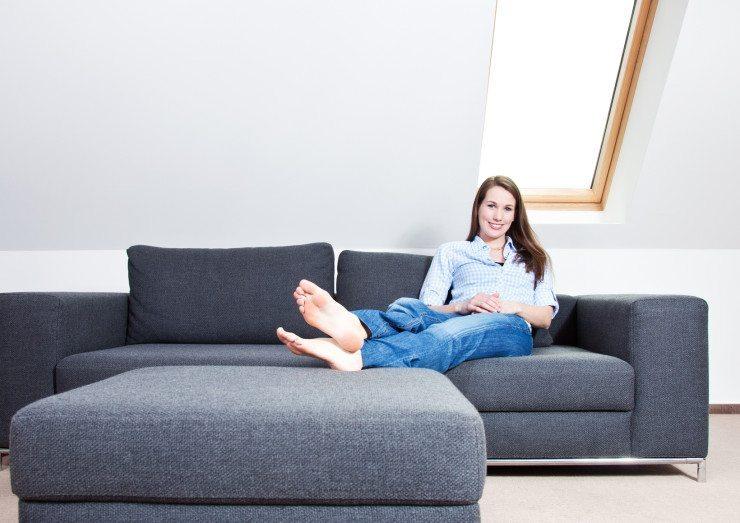 Polstermöbel - der ideale Ort zum Entspannen. (Bild: © Kaarsten - Fotolia.com)