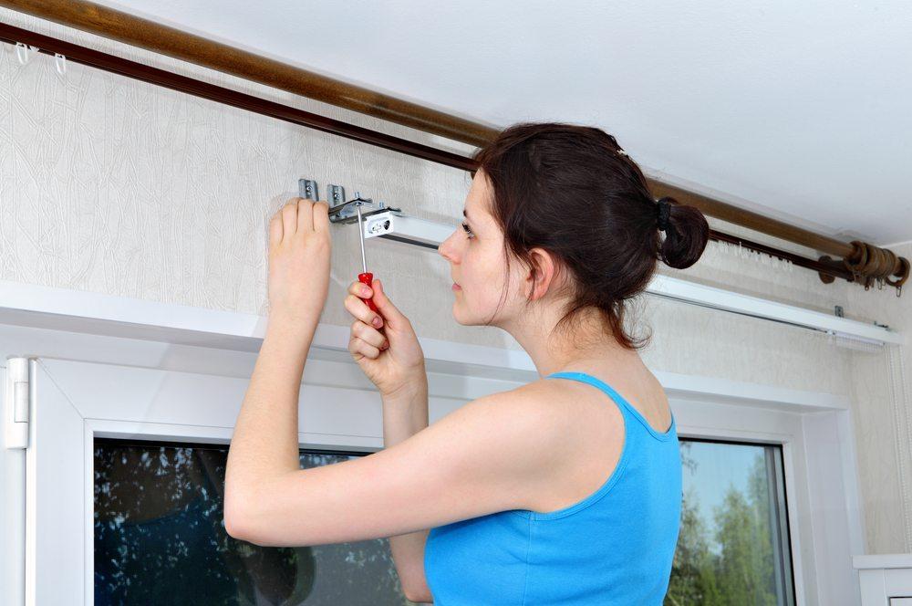 Ein Plissee wird in seinen Massen immer auf das entsprechende Fenster abgestimmt. (Bild: Grigvovan / Shutterstock.com)
