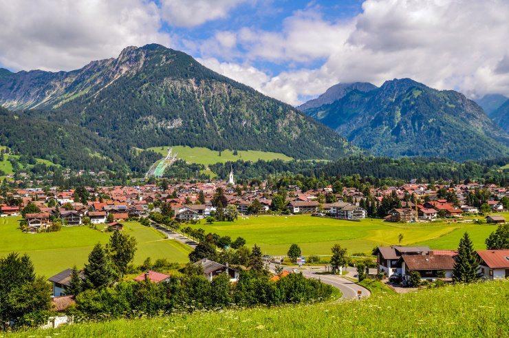 Tolle Ferien erlebt die ganze Familie im Kinderhotel Oberjoch. (Bild: © LudwigChrist - Fotolia.com)
