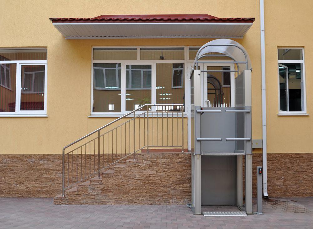 Treppenlift. (Bild: Martynova Anna / Shutterstock.com)