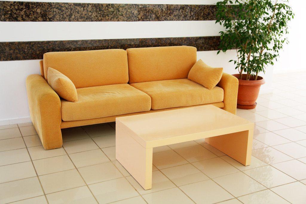 Schick und gemütlich soll ein Sofa sein. (Bild: © Offscreen - Fotolia.com)