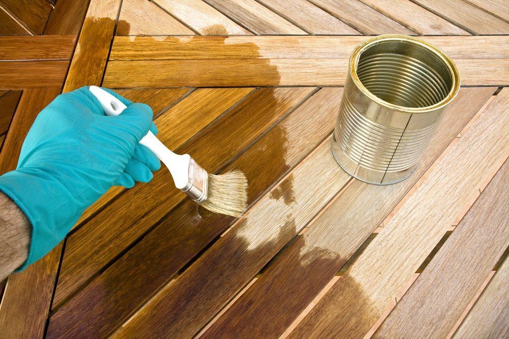 Sitzgarnitur bauen. (Bild: kanvag / Shutterstock.com)