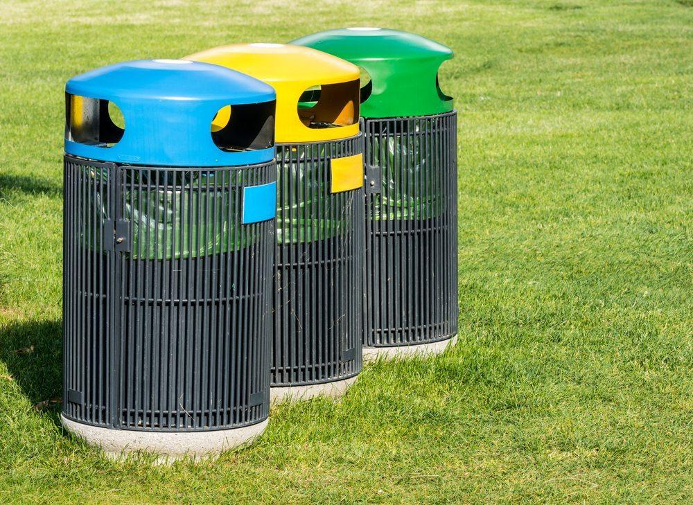Mit intelligenten Sammellösungen und geeigneten Papierkörben wird die Mülltrennung in Küche, Wohn- und Kinderzimmer zur einfachen Sache. (Bild: manfredxy / Shutterstock.com)