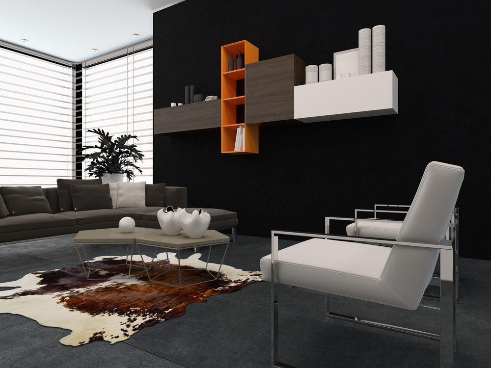Schwarze Wandfarbe ist ein Sinnbild von Stil und Eleganz. Sie zeigt sich ausgesprochen kombinationsfreudig mit Holz- und diversen Metallic-Tönen. (Bild: PlusONE / Shutterstock.com)