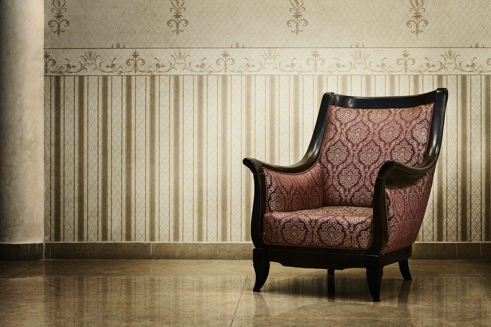 Die ersten Kreationen der heutigen Windsor-Stühle wurden gegen Ende des 16. Jahrhunderts in der Umgebung der Stadt Windsor hergestellt. (Bild: Rangizzz / Shutterstock.com)