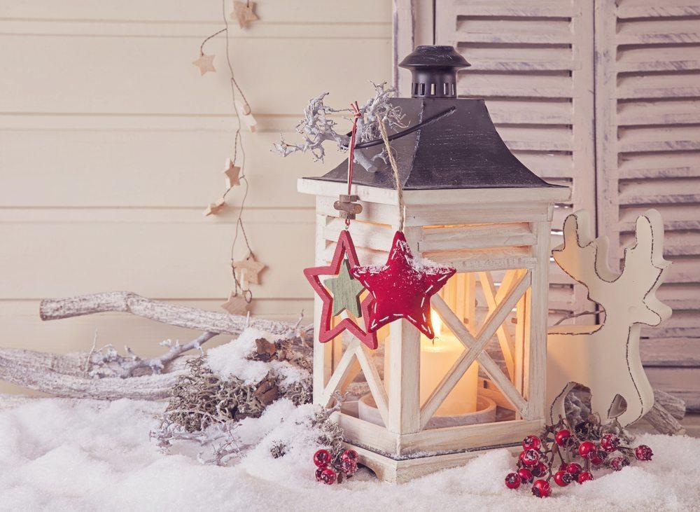 Advents- und Weihnachtsdeko. (Bild: Elena Schweitzer / Shutterstock.com)