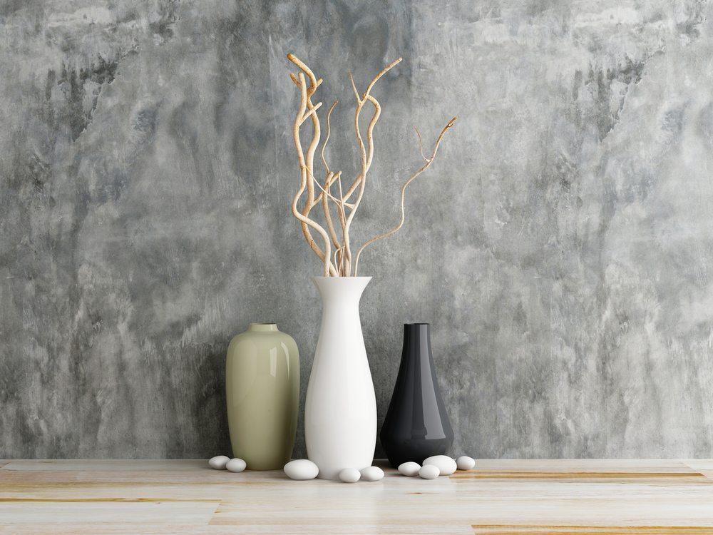 So gibt es diverse Schalen und Vasen aus Beton, und auch Buchstützen oder Zeitschriftenständer wurden aus diesem Material schon gefertigt. (Bild: Sayhmog / Shutterstock.com)