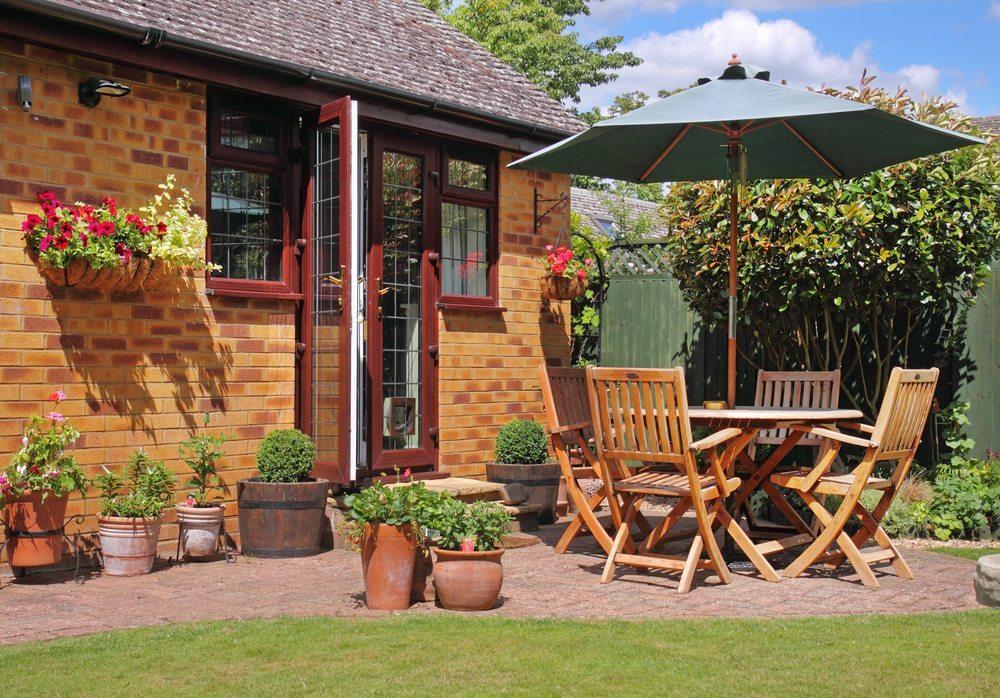 Welche Gartenmöbel sind die richtigen für meinen Geschmack? (Bild: Chrislofotos / Shutterstock.com)