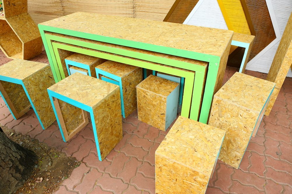 Beim Upcycling von Leiter, Schublade, Wandregal oder Fahrradfelge kommen trendige Upcycling-Möbel zustande. (Bild: GOLFX / Shutterstock.com)