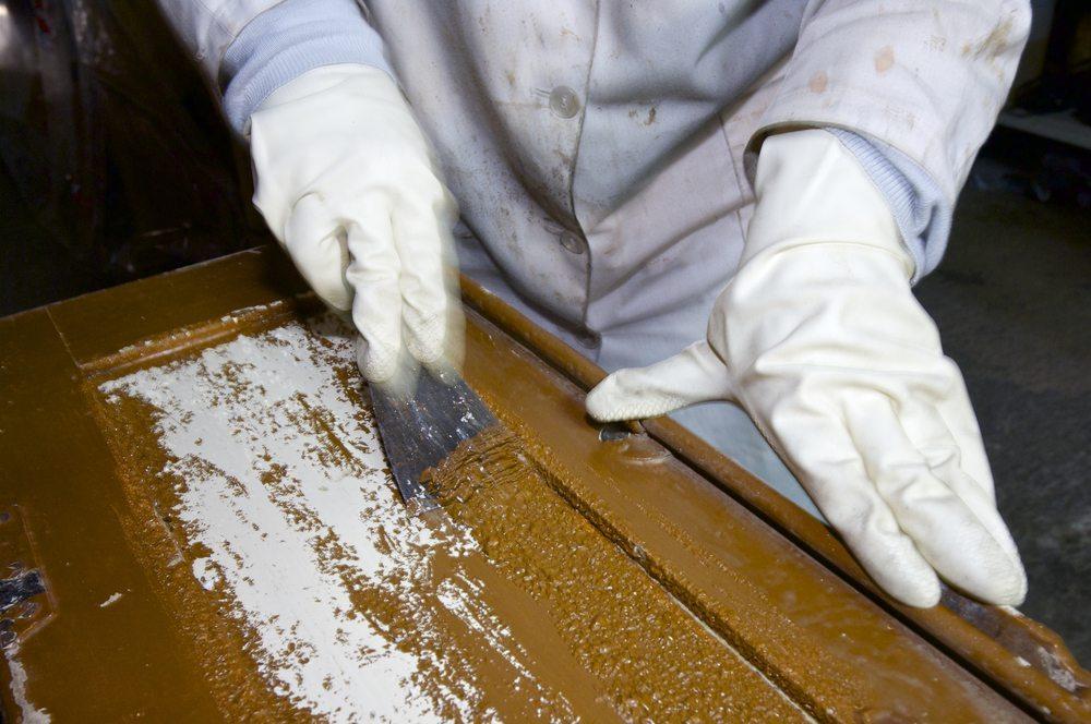 Für eine fachliche Begutachtung, wenden Sie sich an einen seriösen Restaurator. (Bild: Pedrosala / Shutterstock.com)