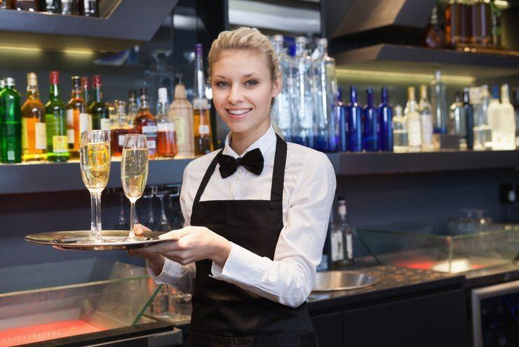 Tolles Event geplant? Dann Bar mieten! (Bild: © wavebreakmedia - shutterstock.com)