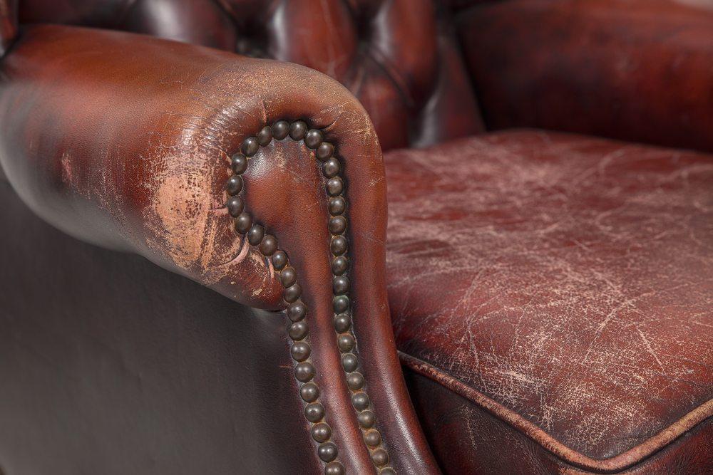 In einer neuen Wohnung sehen leicht beschädigte, alte Möbel meist nicht besonders schön aus. (Bild: Pavels Rumme / Shutterstock.com)