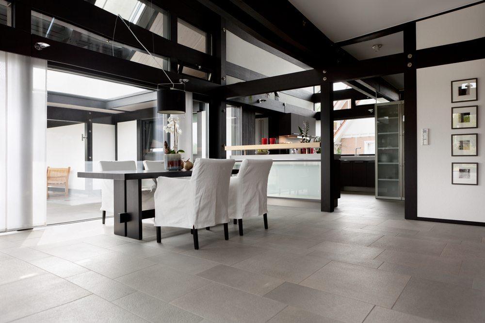Die Kombination von Schwarz und Weiss schafft reizvolle Gestaltungsmöglichkeiten. (Bild: Igor Borodin / Shutterstock.com)