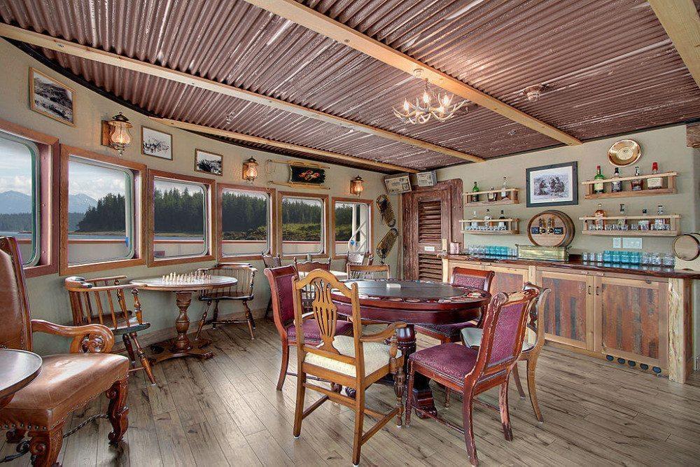 Shabby Chic ist ein Wohntrend für Menschen, die ungern neue Möbel kaufen. (Bild: Un-Cruise Adventures, Wikimedia, CC)