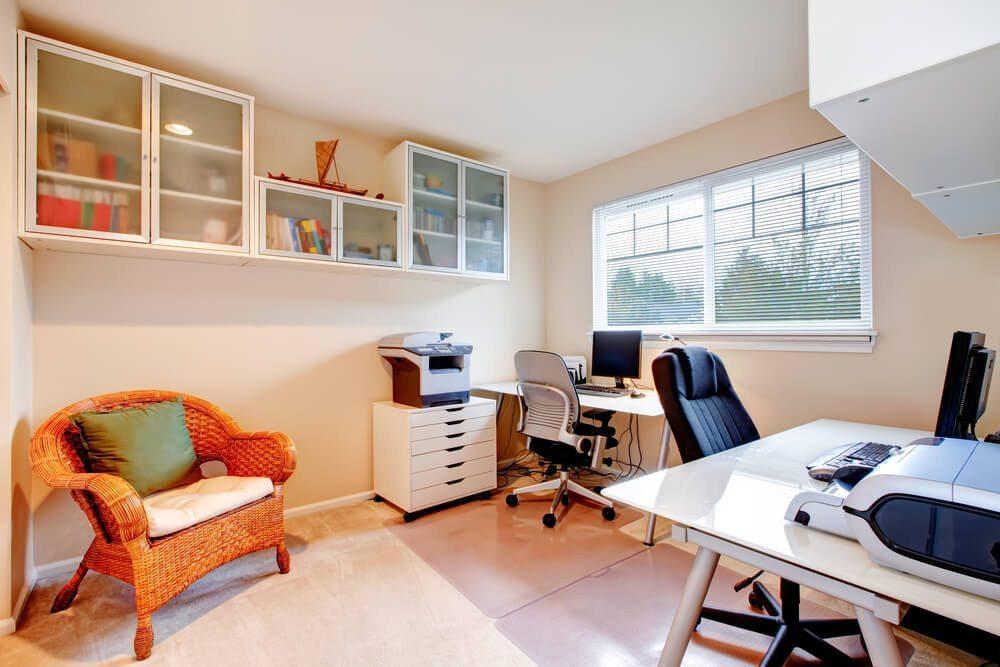 Ein funktional eingerichteter Arbeitsplatz erleichtert die Arbeit! (Bild: Iriana Shiyan / Shutterstock.com)