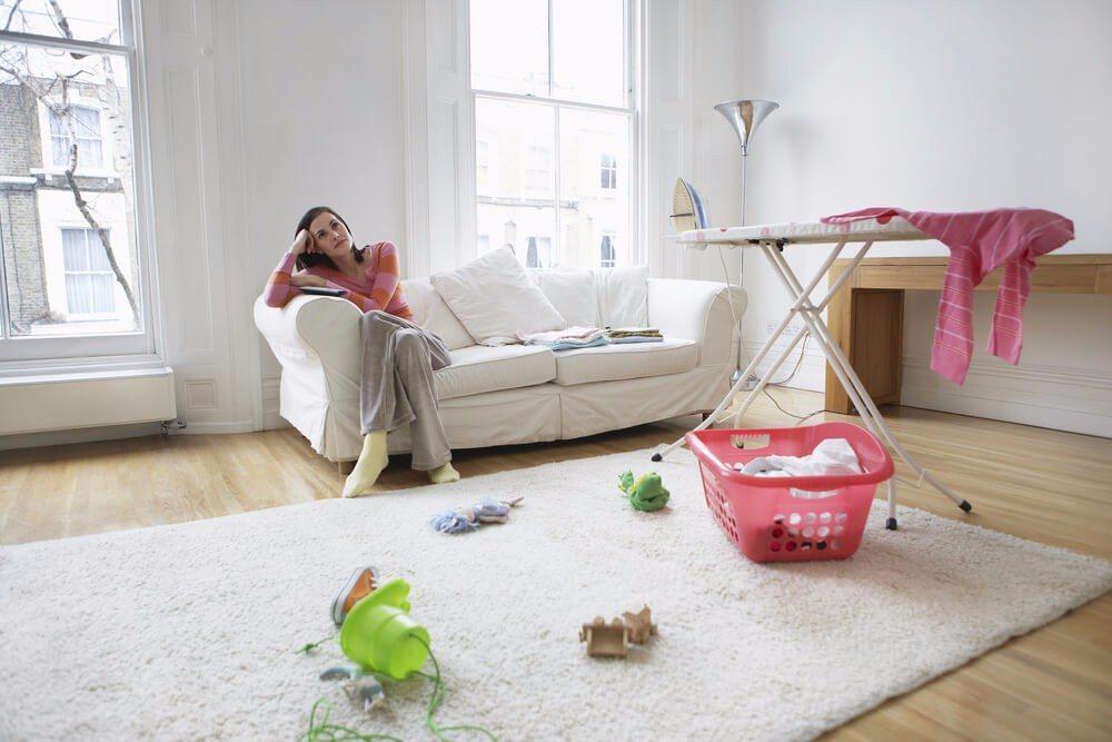 Ein gut sichtbar drapiertes Bügelbrett ist ein Charakteristikum für ein wenig elegantes Zuhause. (Bild: © bikeriderlondon - shutterstock.com)