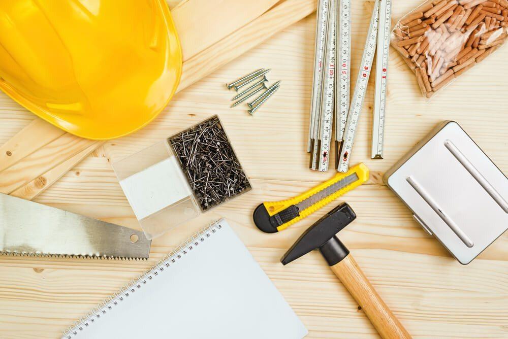 Mit der richtigen Ausrüstung wird das Möbelbauen zum Vergnügen. (Bild: © igor.stevanovic - shutterstock.com)