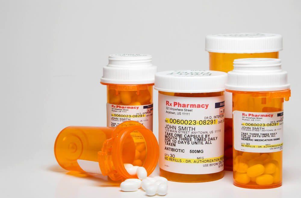 Medikamente in der Wohnung offen herumliegen lassen - für Gäste ein Graus. (Bild: © Rob Byron - shutterstock.com)
