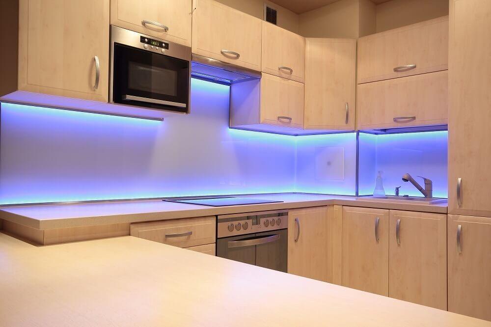 LEDs können heute in nahezu allen Farben leuchten. (Bild: © PromesaArtStudio - shutterstock.com)
