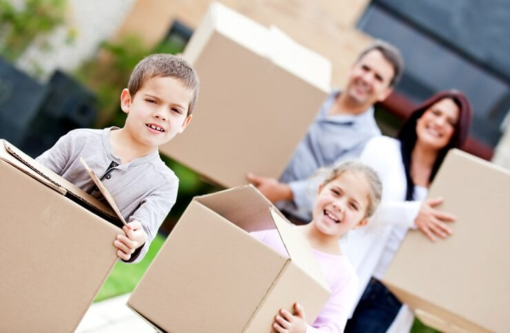 Ein Umzug mit Kindern muss besonders gut geplant sein. (Bild: © Andresr - shutterstock.com)