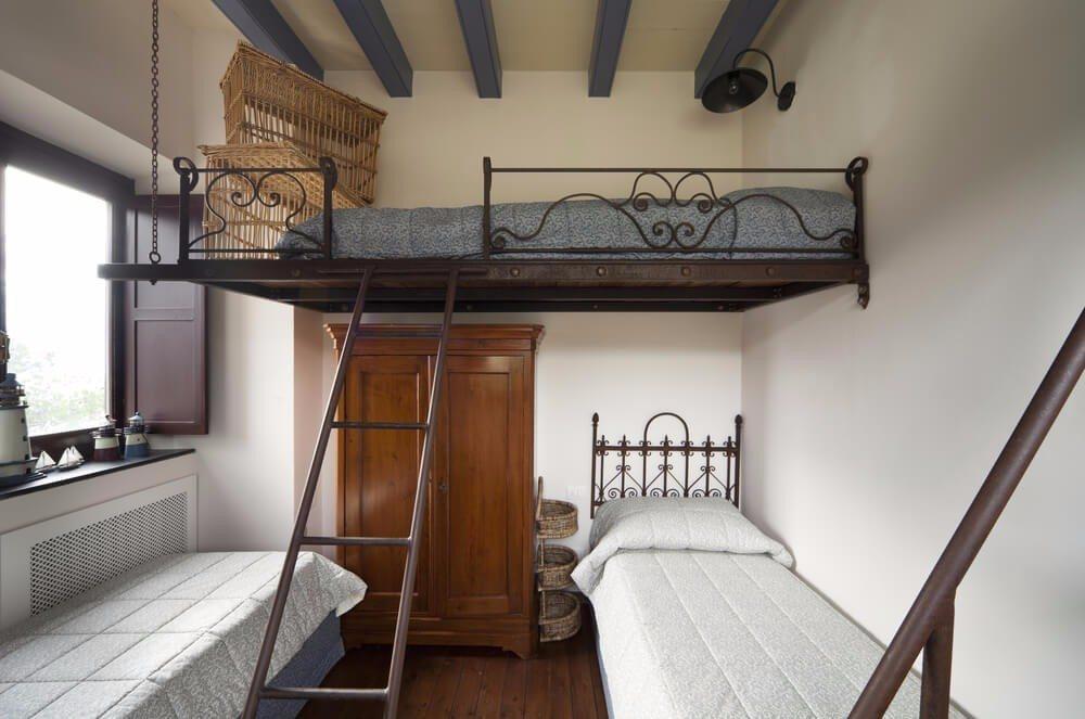 Wem das noch nicht genug ist, für den ist womöglich ein Hochbett eine gute Idee. (Bild: © photobank.ch - shutterstock.com)