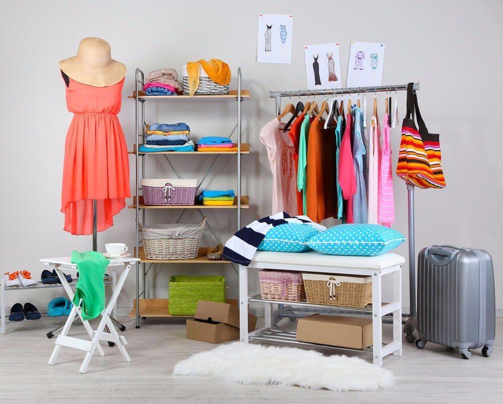 Wenn der Kleiderschrank nicht mehr ausreicht... (Bild: © Africa Studio - shutterstock.com)