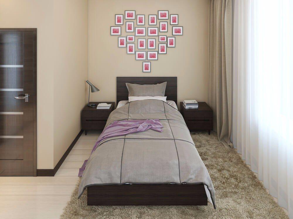 Für kleine Schlafzimmer eignet sich daher ein einheitlicher Stil (Bild: © KUPRYNENKO ANDRII - shutterstock.com)