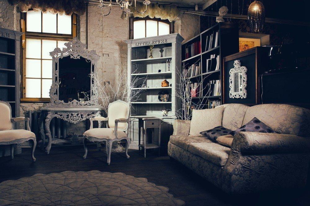 Was ist eigentlich der Unterschied zwischen Vintage-Möbel und Antiquitäten? (Bild: © Alexander Tihonov - shutterstock.com)