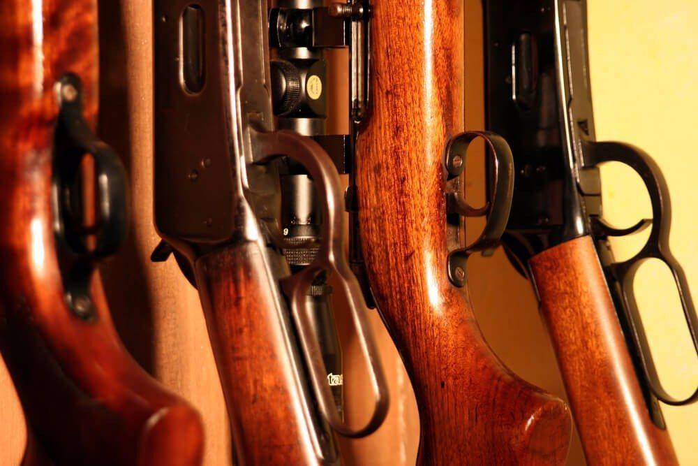 Die Waffen kann man auf eine attraktive Weise im Wohnraum integrieren. (Bild: © Gualberto Becerra - shutterstock.com)
