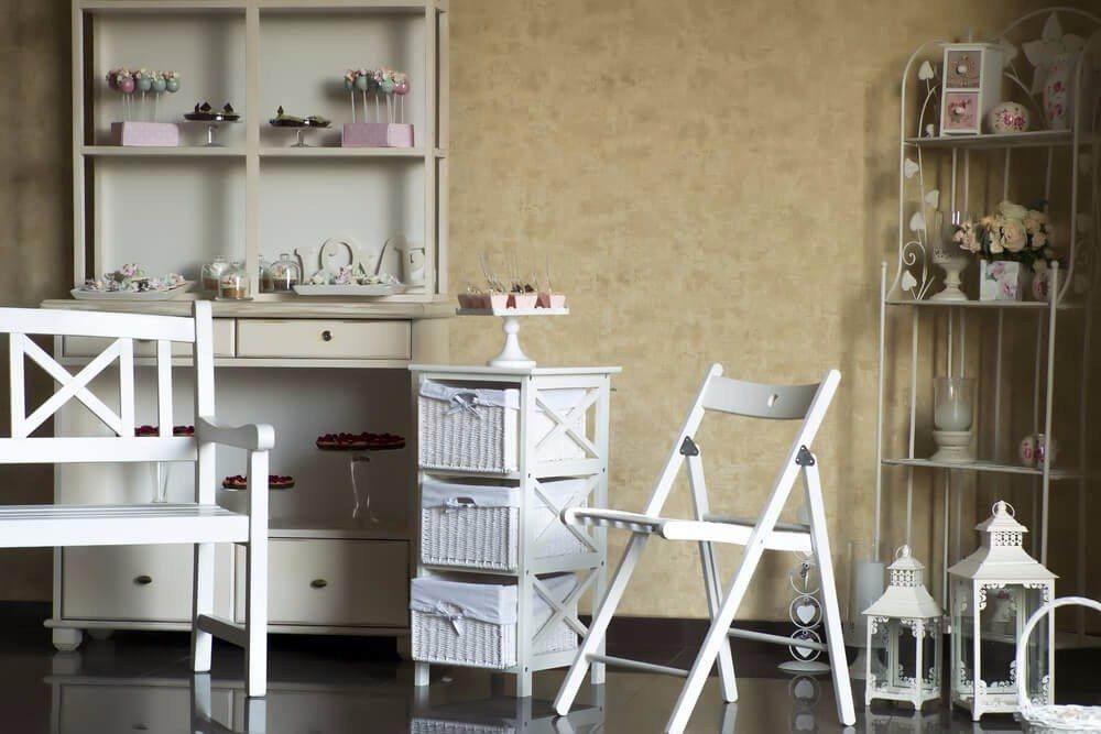 Vintage-Möbel stehen für hochwertige Qualität, bringen ein Stück Geschichte mit und verzaubern mit ihrem Charme. (Bild: © Volodymyr Tverdohlib - shutterstock.com)