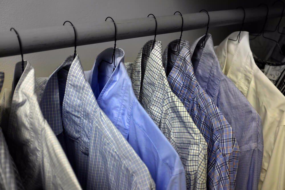 Um neue Ordnung zu schaffen, muss man sich von alten Kleidungsstücken trennen. (Bild: © Lane V. Erickson - shutterstock.com)
