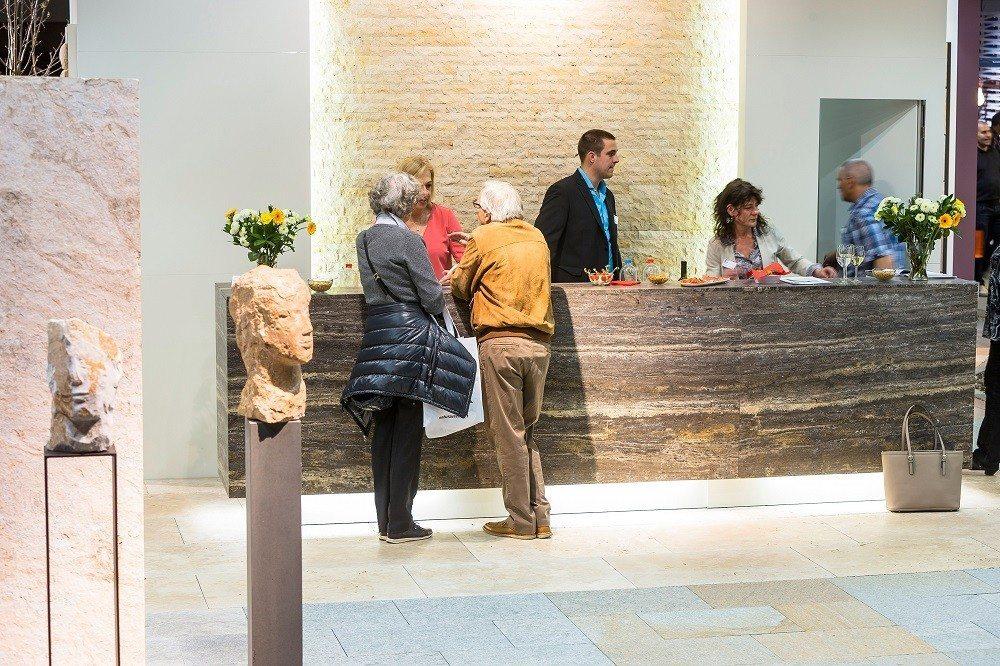 An der Giardina beraten Gartengestalter sowie Experten von führenden Baumschulen und Gartencentern die Besucher individuell und zeigen Gestaltungsmöglichkeiten auf.