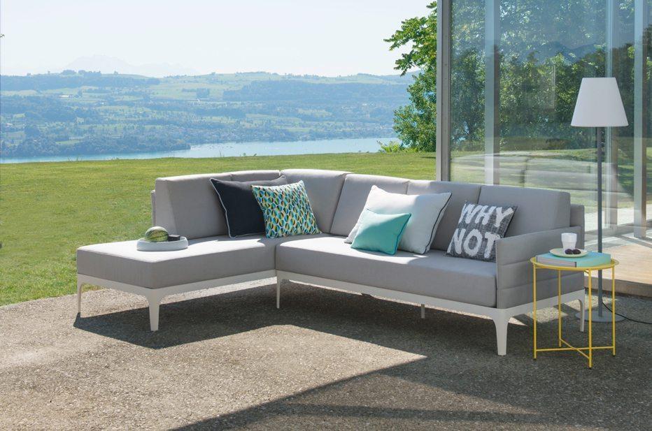 Der Wunsch nach Wohnlichkeit ist so gross, dass die neuen Gartenmöbel alle Bedürfnisse erfüllen, die auch an klassische Wohnmöbel gestellt werden.