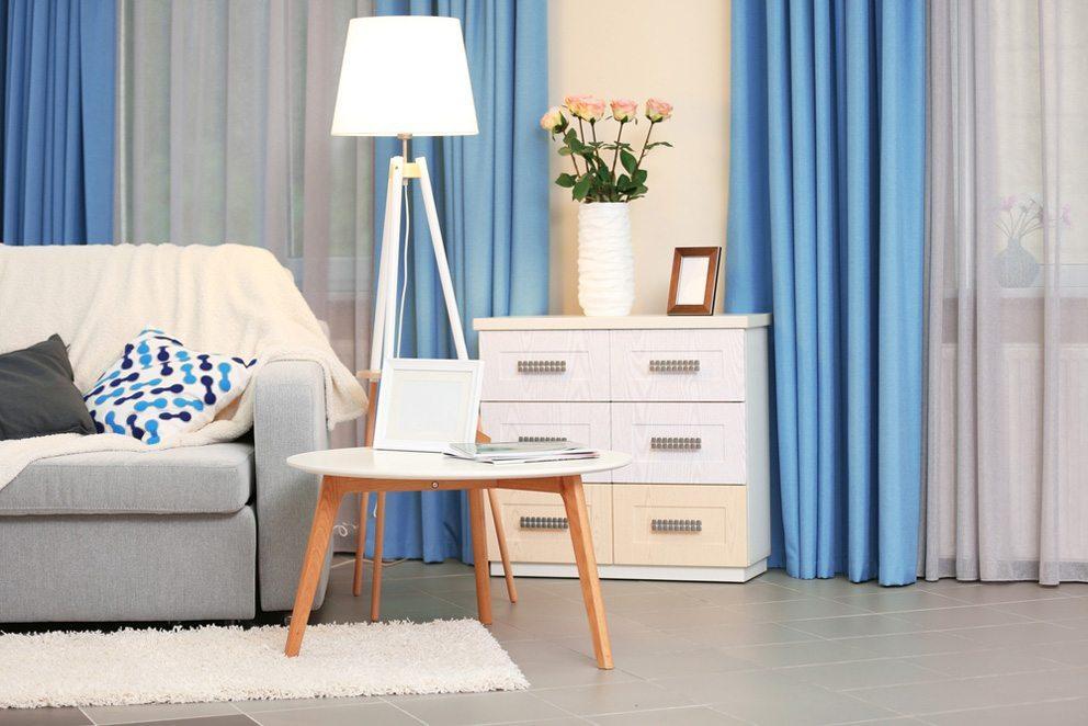 Ruhiger Blauton schafft eine entspannte Atmosphäre. (Bild: Africa Studio – Shutterstock.com)