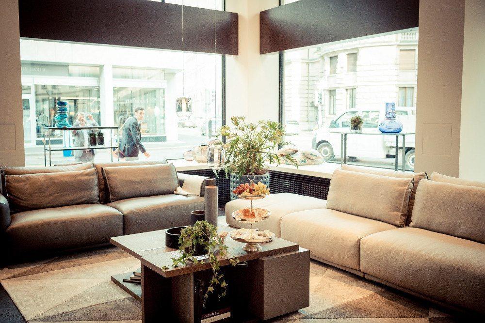 Auf modernisierten Verkaufsflächen präsentiert Natuzzi zeitlose Möbel. (Bild: Natuzzi S.p.A.)