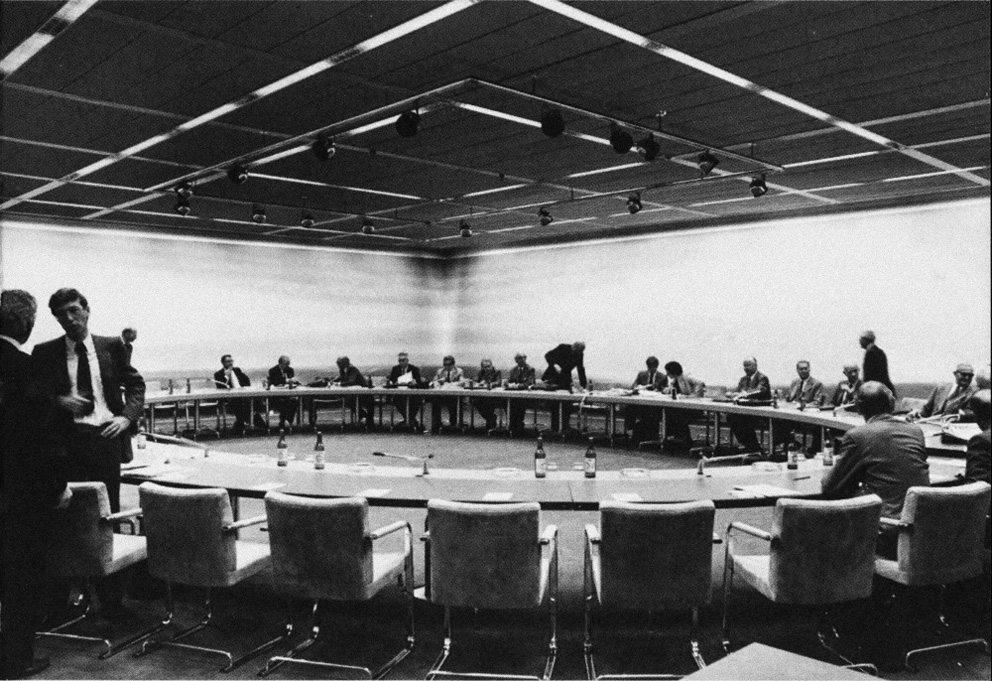 Hans Eichenberger, Bankratsaal der Schweizerischen Nationalbank, 1981. (Bild: Hans Eichenberger, Herrenschwanden / courtesy Design Center Langenthal, Hans Eichenberger)