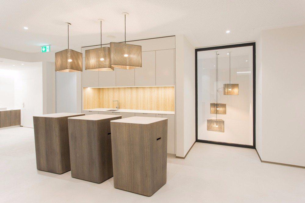 Die beeindruckende Wirkung von Furnier aus heimischen Wäldern zeigen die neuen Räume der Schweizer Hypothekarbank Lenzburg