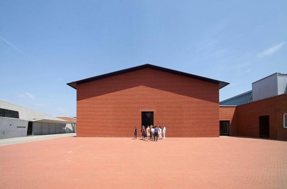 Aussenansicht Schaudepot, gelegen auf dem Vitra Campus (Bild: obs/Vitra Design Museum/Julien Lanoo)